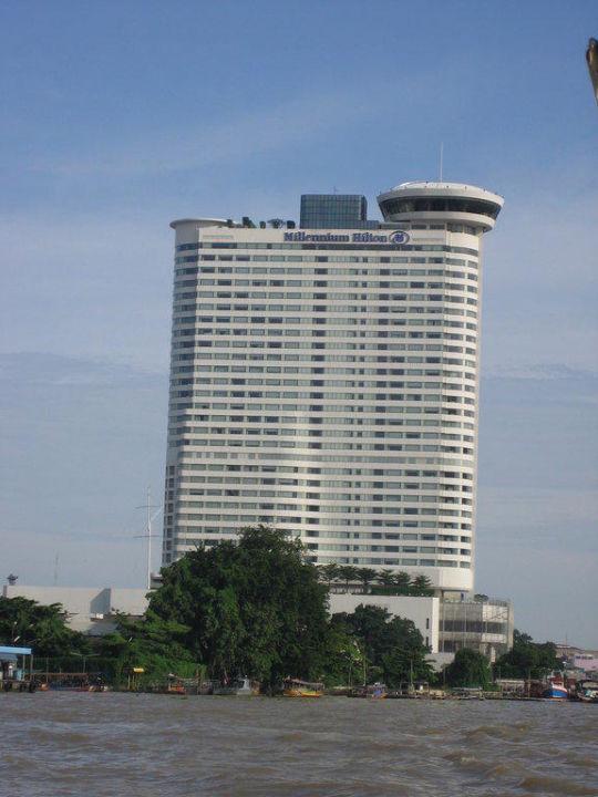 Blick vom Boot aus Millennium Hilton Bangkok
