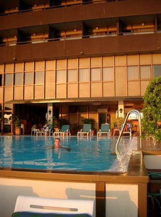 Poolbereich 1. Stock  im Sofitel Cairo Maadi Hotel Holiday Inn Cairo Maadi Towers & Casino
