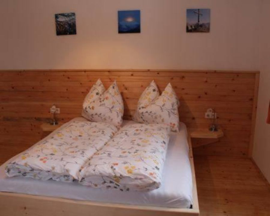 Zirbenbett Biohof Sturmhof Hall Holidaycheck Tirol österreich