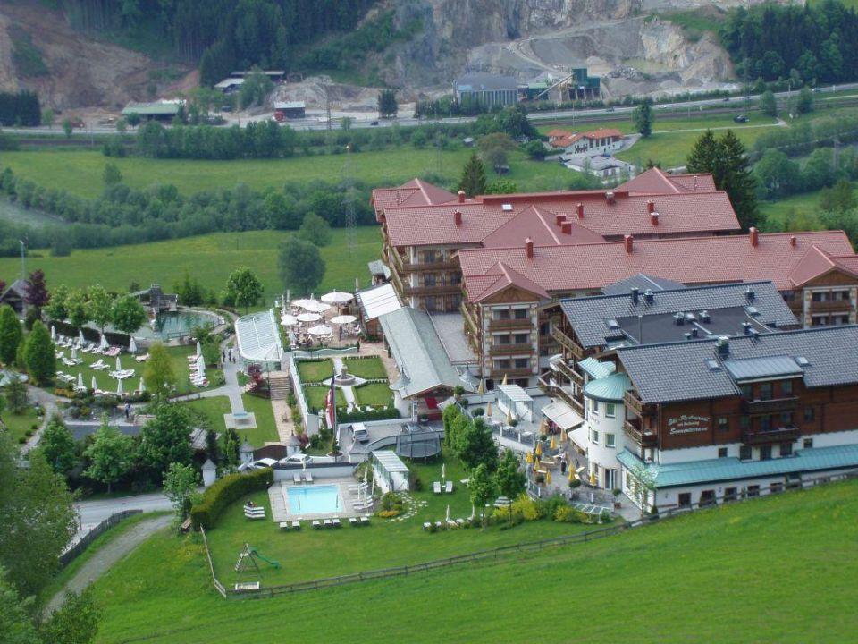 Hotelanlage von oben Hotel Oberforsthof