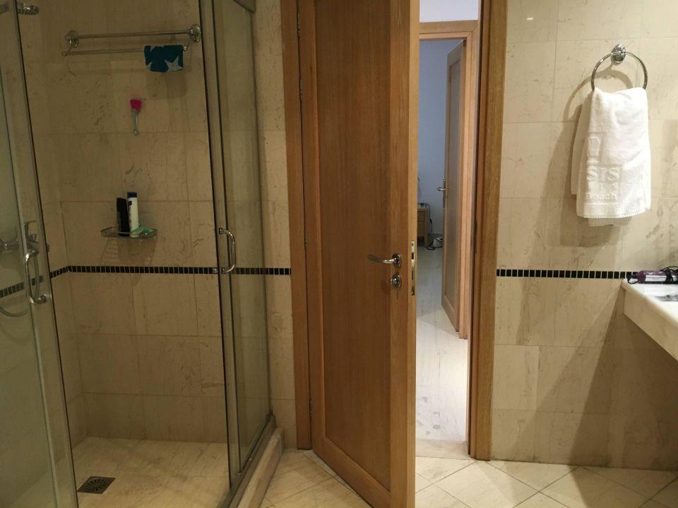 badezimmer mit dusche und badewanne mitsis norida beach hotel kardamena holidaycheck kos. Black Bedroom Furniture Sets. Home Design Ideas