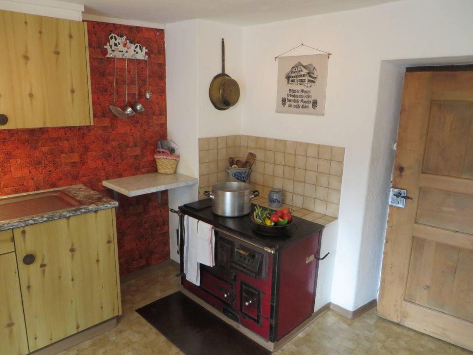 Holzofen in Küche\