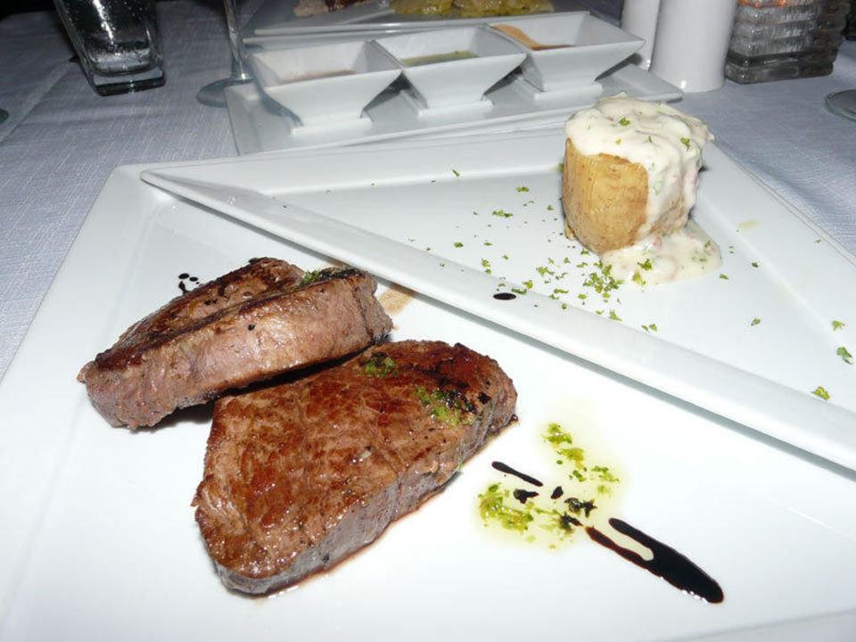 Hauptspeise abends im Steakrestaurant Catalonia Royal Tulum
