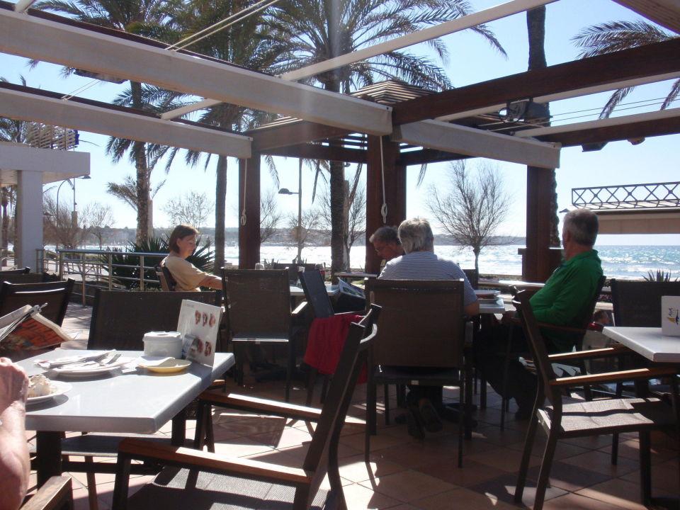 restaurant mit blick auf die bucht hotel aya in platja