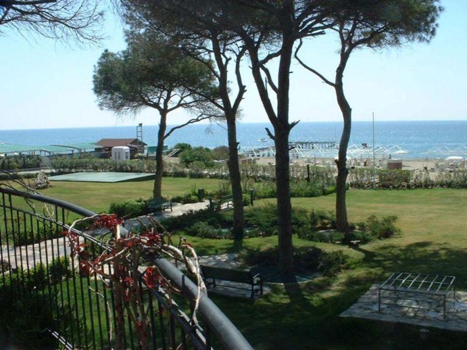 Hotel Rixos Belek - Weg vom Pool zum Strand Papillon Ayscha Hotel