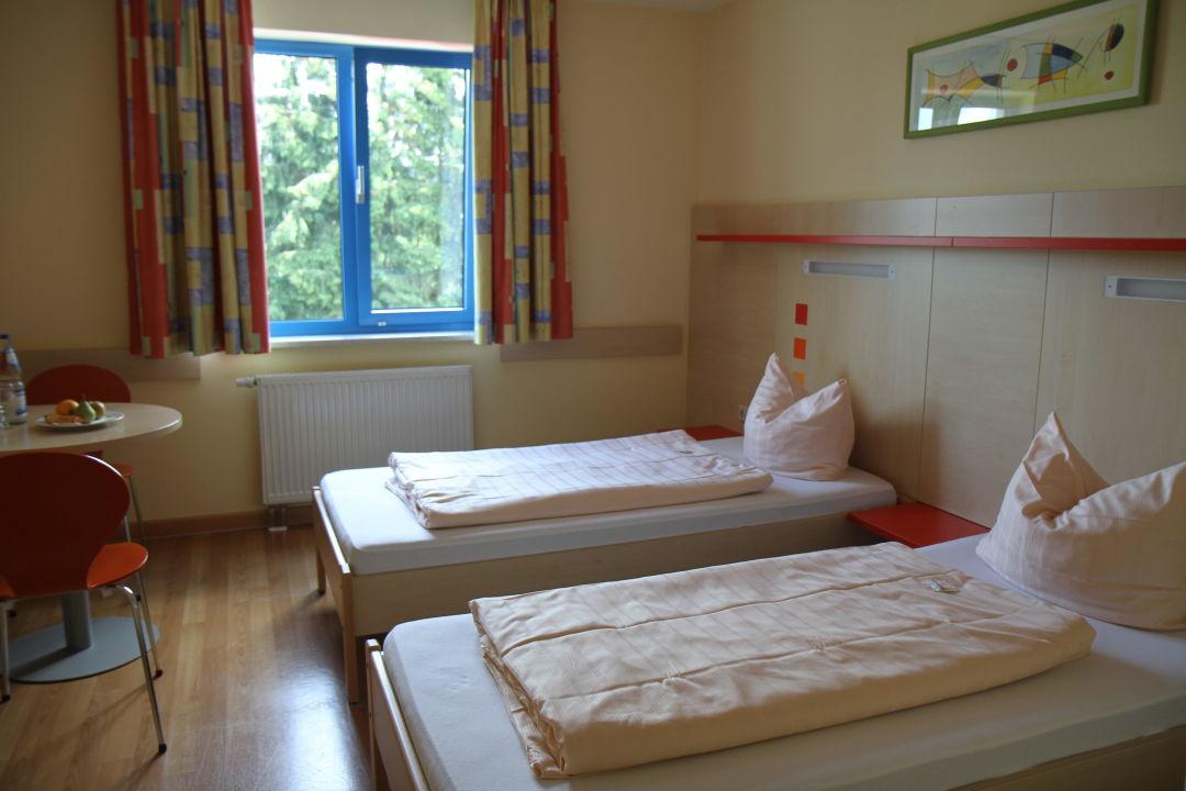 sch ne zimmer in der jugendherberge jugendherberge homburg homburg holidaycheck saarland. Black Bedroom Furniture Sets. Home Design Ideas