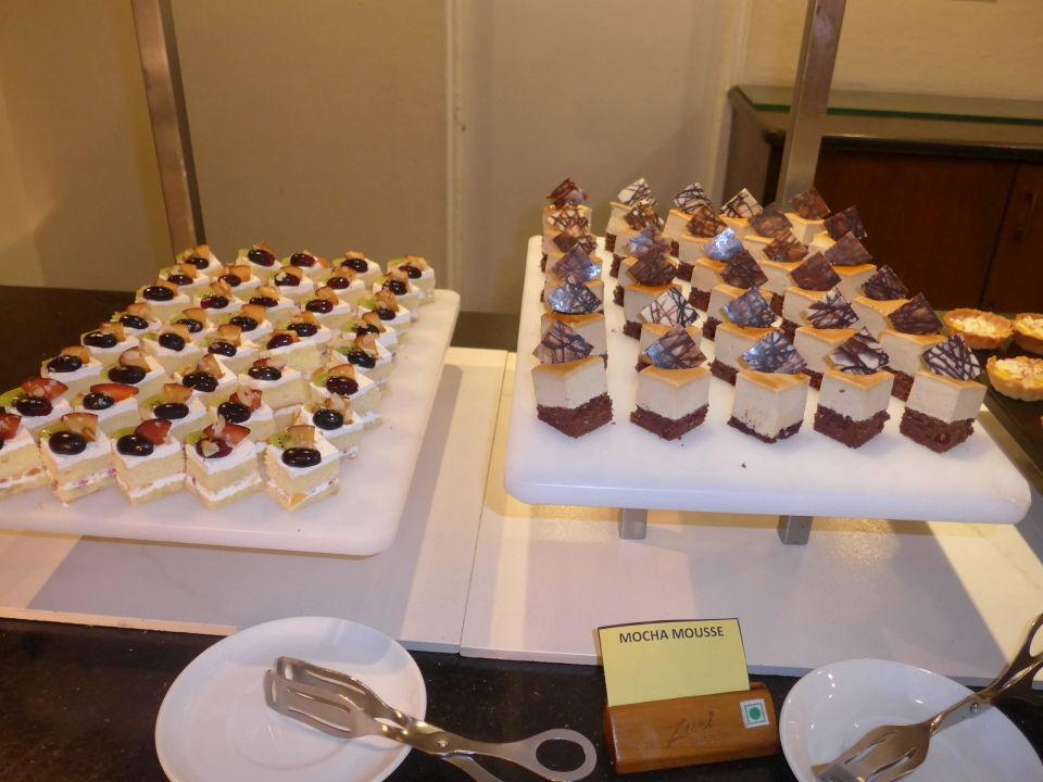 Teil des Dessertbuffets The Zuri White Sands, Resort & Casino
