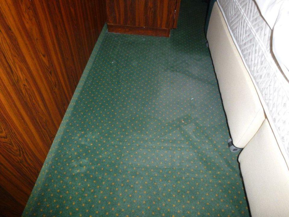 Bild Teppich unter dem Bett zu Derag Livinghotel Kaiser