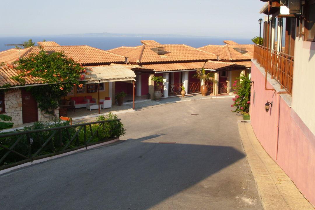 Weg vom Pool runter zur Rezeption Apartments Sea View Village