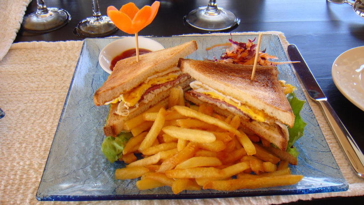 Lecker Club Sandwich Lily Beach Resort & Spa