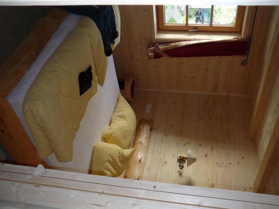 Zirbenholz Bett Im Schlafzimmer Almhütten Moll Am Haldensee Grän