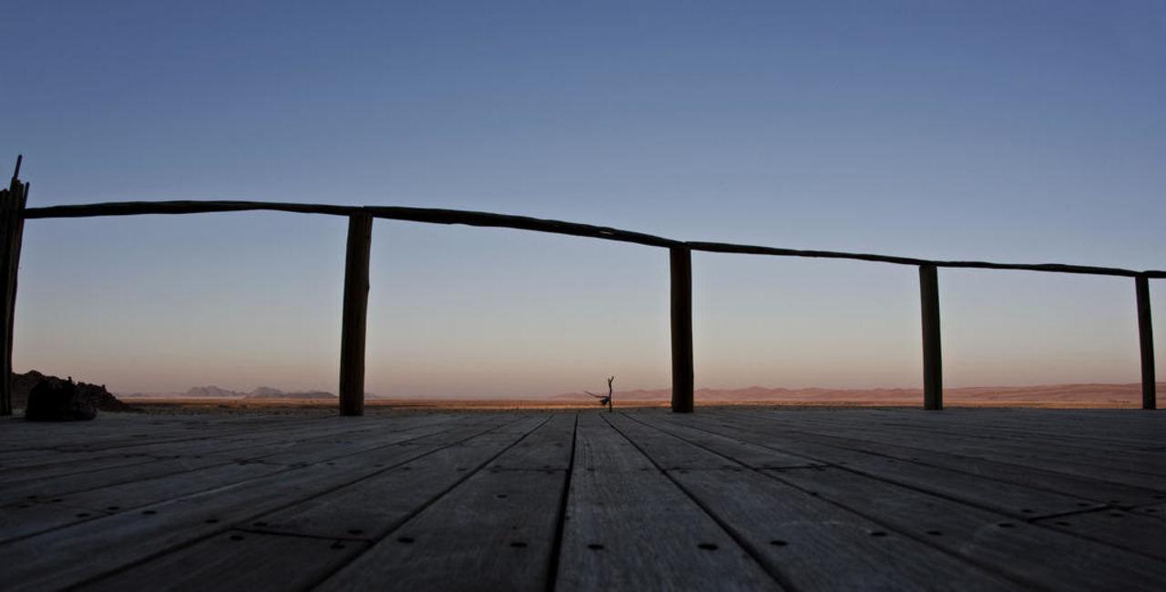 Blick von der Terrasse unseres Chalets Hotel Sossus Dune Lodge