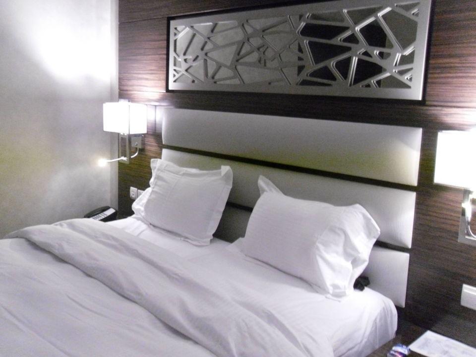 Stylische eirichtung der zimmer ghaya grand hotel dubai for Stylische hotels