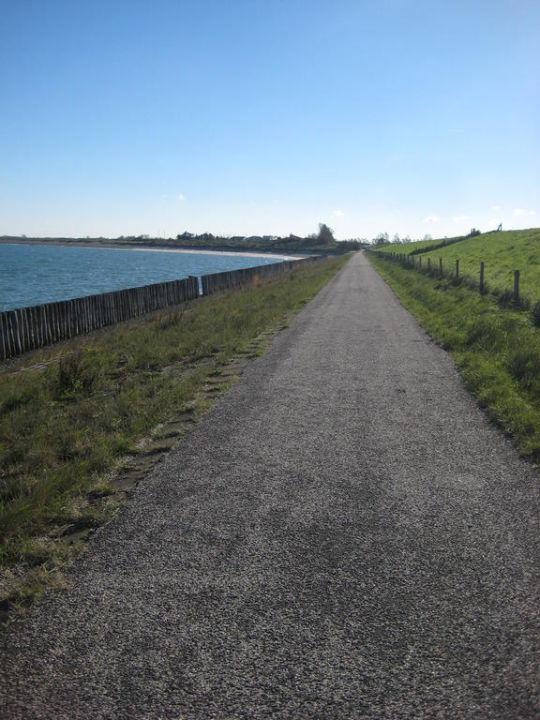 Beim Spaziergang entlang den Dünen Roompot Beach Resort