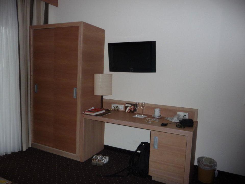 Bild flachbildfernseher und internetanschlu zu hotel for Schreibtisch 1 60 m