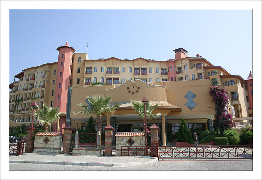 Frontansicht Bella Resort & Spa