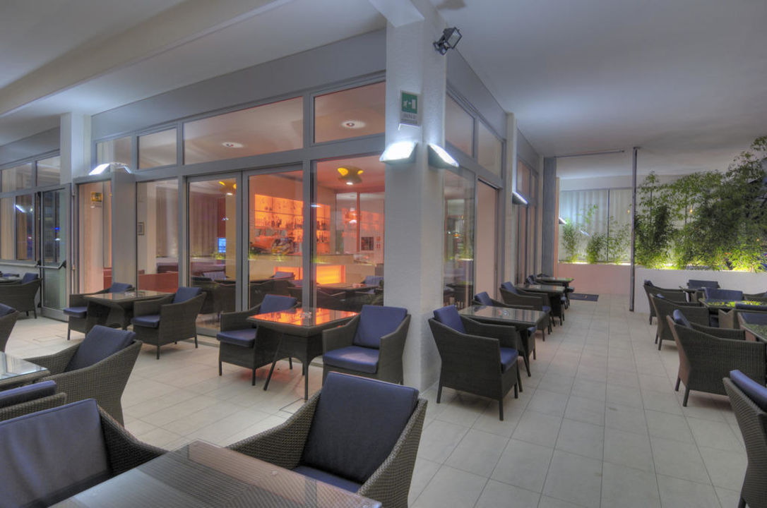 Bar and terrace Hotel Firenze