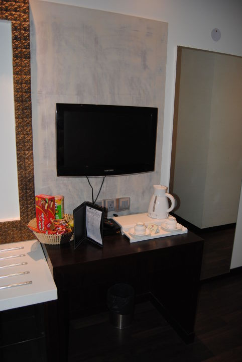TV, Minibar, Wasserkocher alles da und sauber Hotel Godwin Deluxe