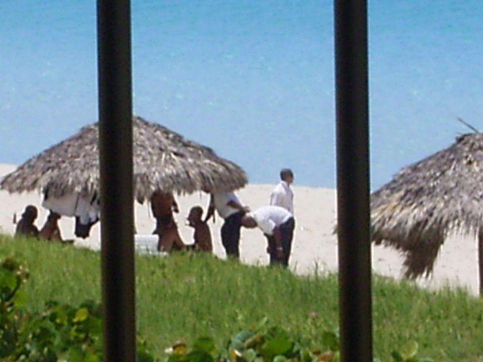 Wachleute beim feiern Hotel Gran Caribe Club Kawama