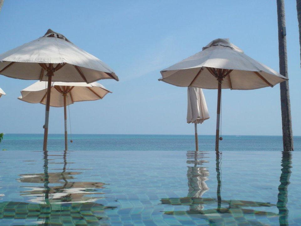 Aussicht aus dem Pool zum direkten Strand Hotel Sareeraya Villas & Suites