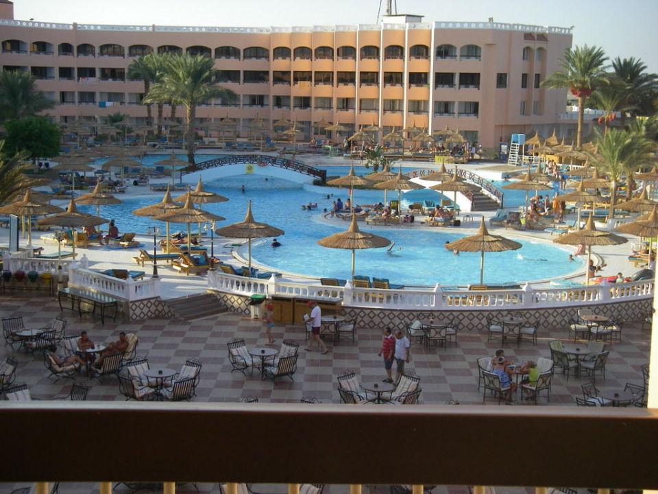 Uitzicht vanaf hotelkamer Beach Albatros Resort
