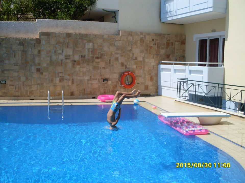 Pool mit sprungbrett mediterranean apartments daratsos - Sprungbrett fur pool ...