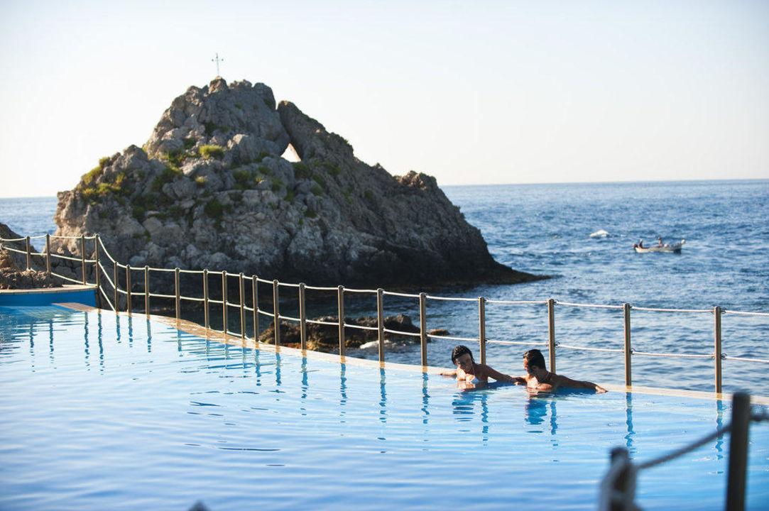 Piscina di acqua di mare  Atahotel Capotaormina