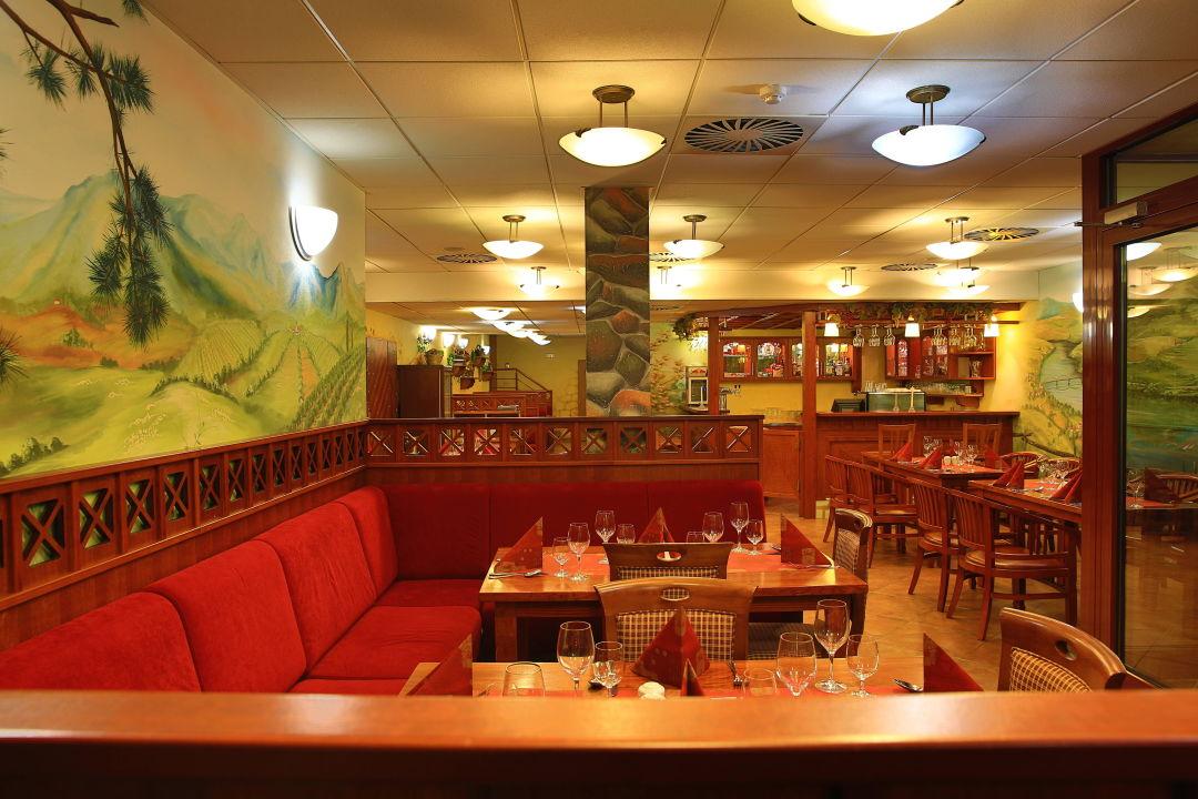 Wine restaurant 2 PRIMAVERA Hotel & Congress centre