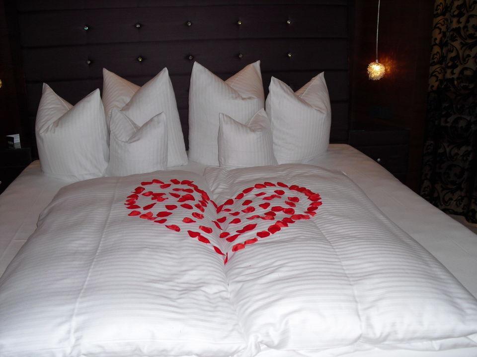bild grosser whirlpool f r zwei im eigenen zimmer zu gams genie er kuschelhotel in bezau. Black Bedroom Furniture Sets. Home Design Ideas