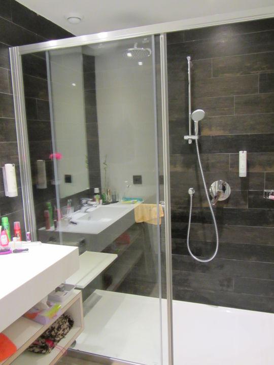 die raindance dusche adri n hoteles col n guanahan. Black Bedroom Furniture Sets. Home Design Ideas