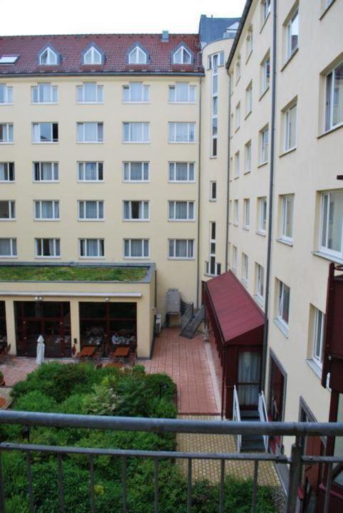 Ausblick aus unserem Zimmer TRYP München City Center Hotel