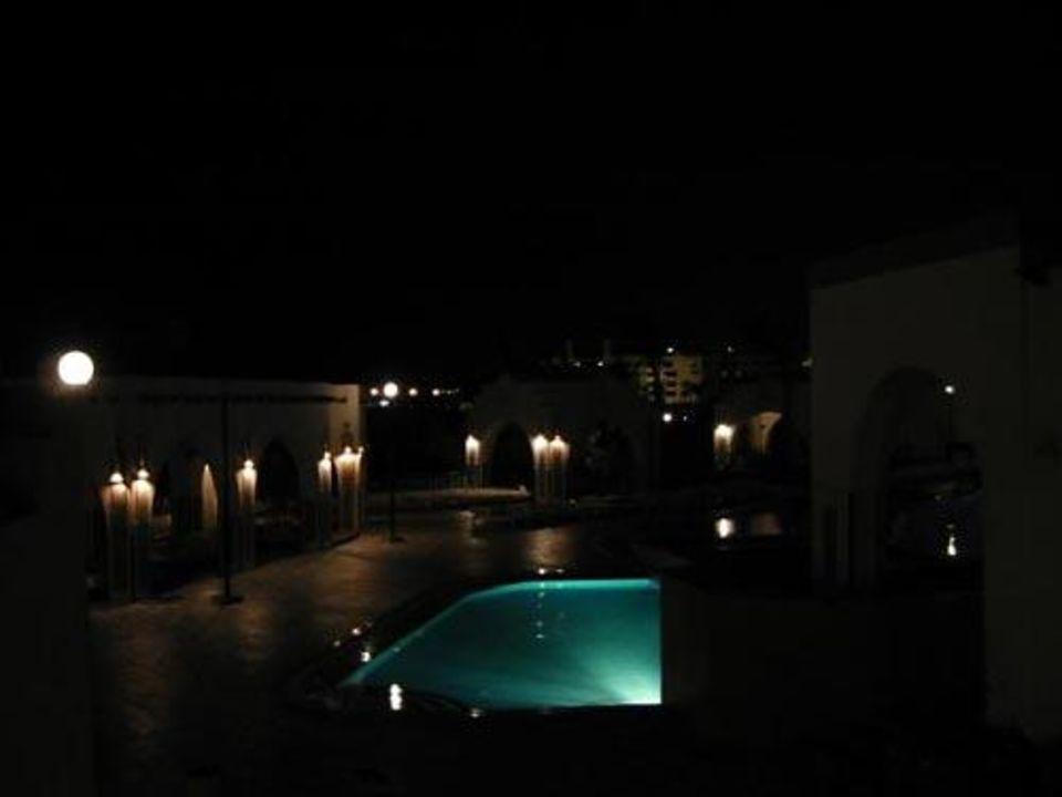 Der Süßwasserpool des Iberotel Arabella bei Nacht Arabella Azur Resort
