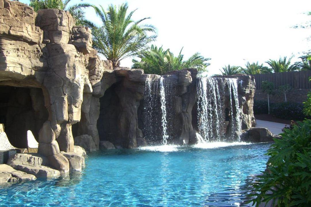bild wasserfall im pool zu lopesan baobab resort in meloneras. Black Bedroom Furniture Sets. Home Design Ideas