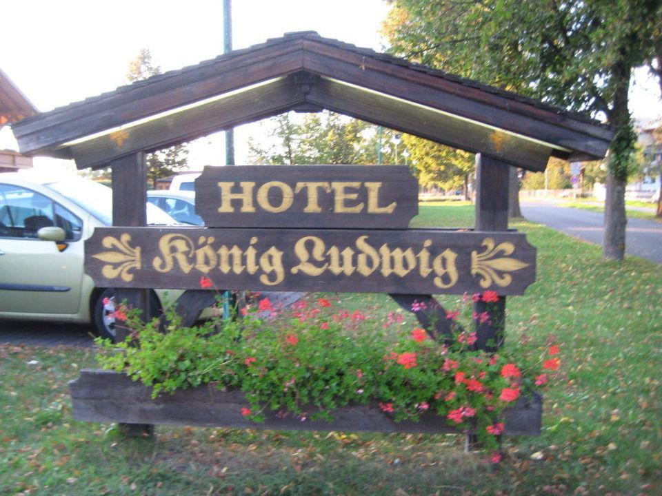 Die Einfahrt zum Hotel Hotel König Ludwig