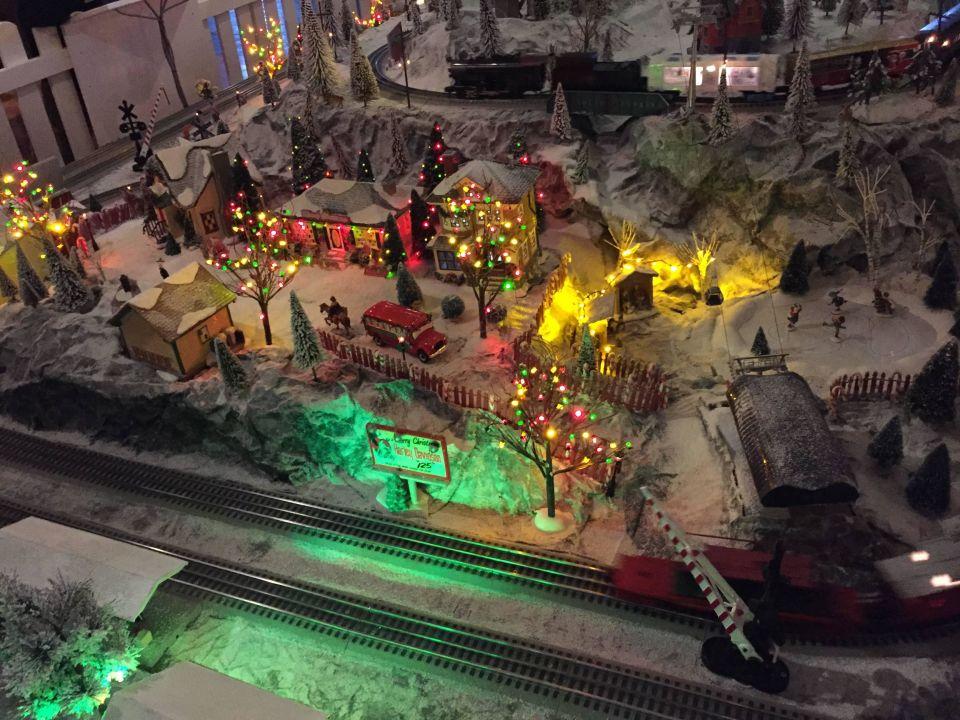 Eisenbahn Weihnachtsdeko.Eisenbahn An Der Rezeption Hotel Bell Rock Europa Park Rust