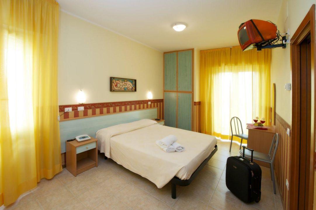 Interno delle camere dell'hotel Plaza di cattolica Hotel Plaza Cattolica