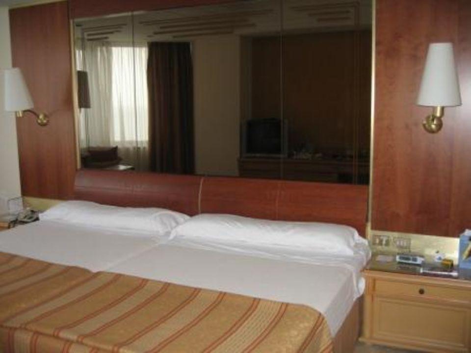 Zimmer mit Spiegel Hotel Melia Cohiba