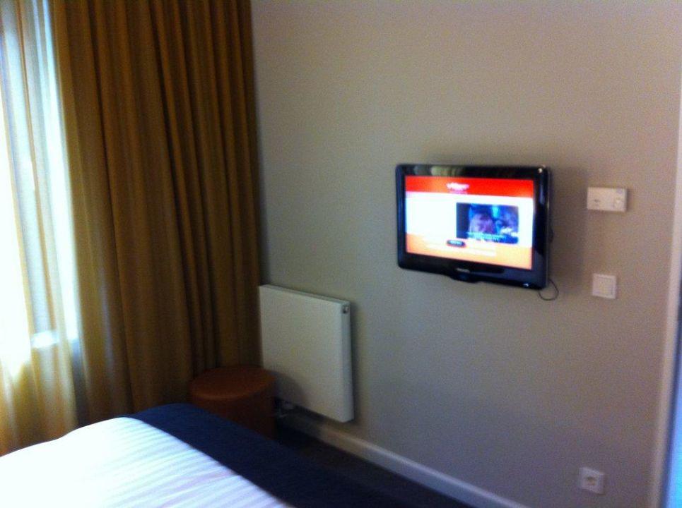 LCD Fernseher im Schlafzimmer\
