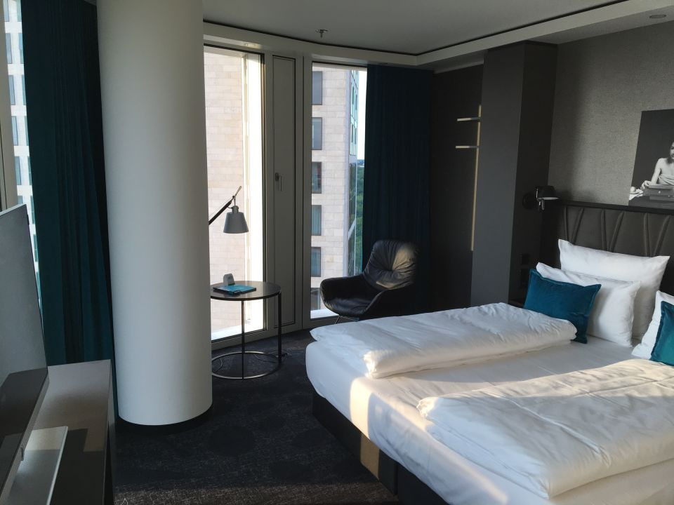 Zimmer motel one berlin upper west berlin mitte for Zimmer motel one