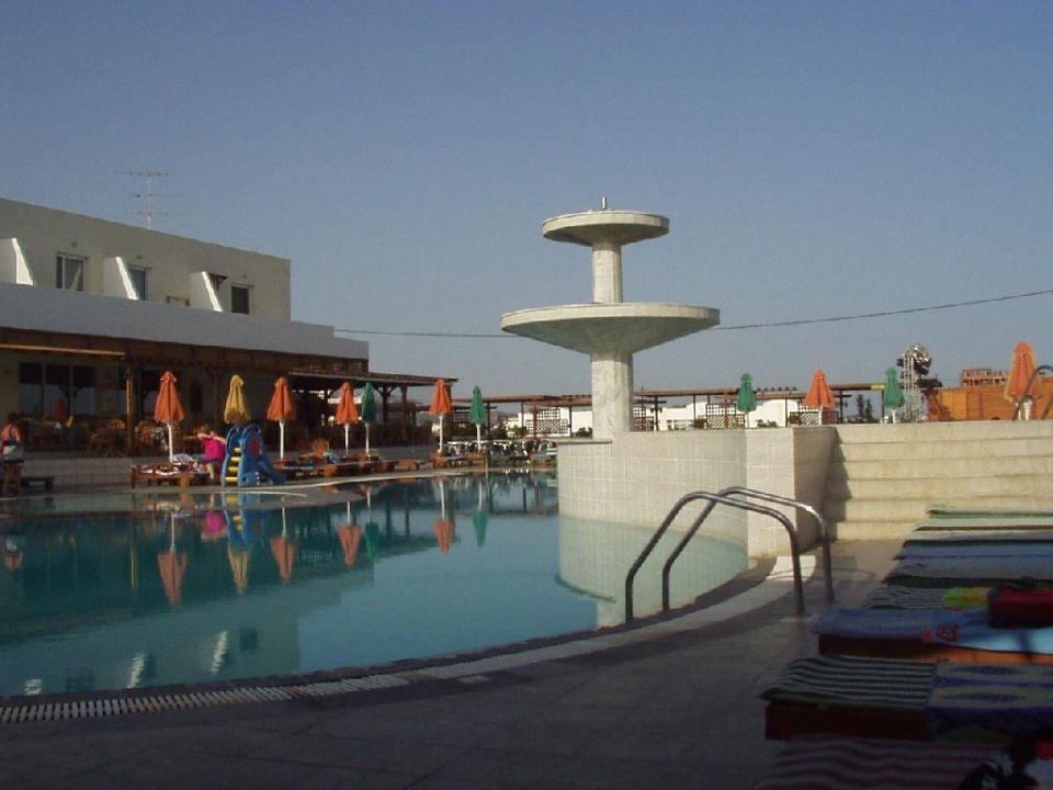 Der Pool am frühen Morgen Hotel Gaia Village