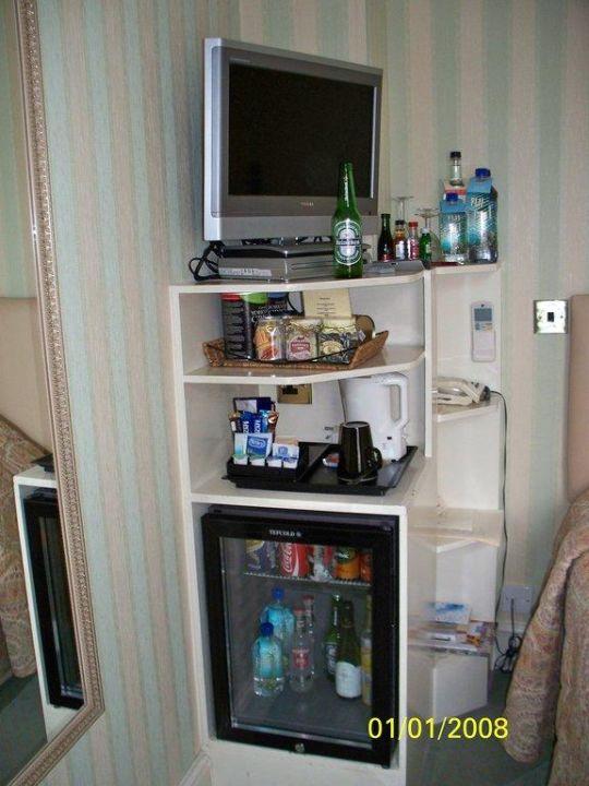 Fernseher, Minibar, Telefontisch, Nachttisch The Leonard Hotel & Residence