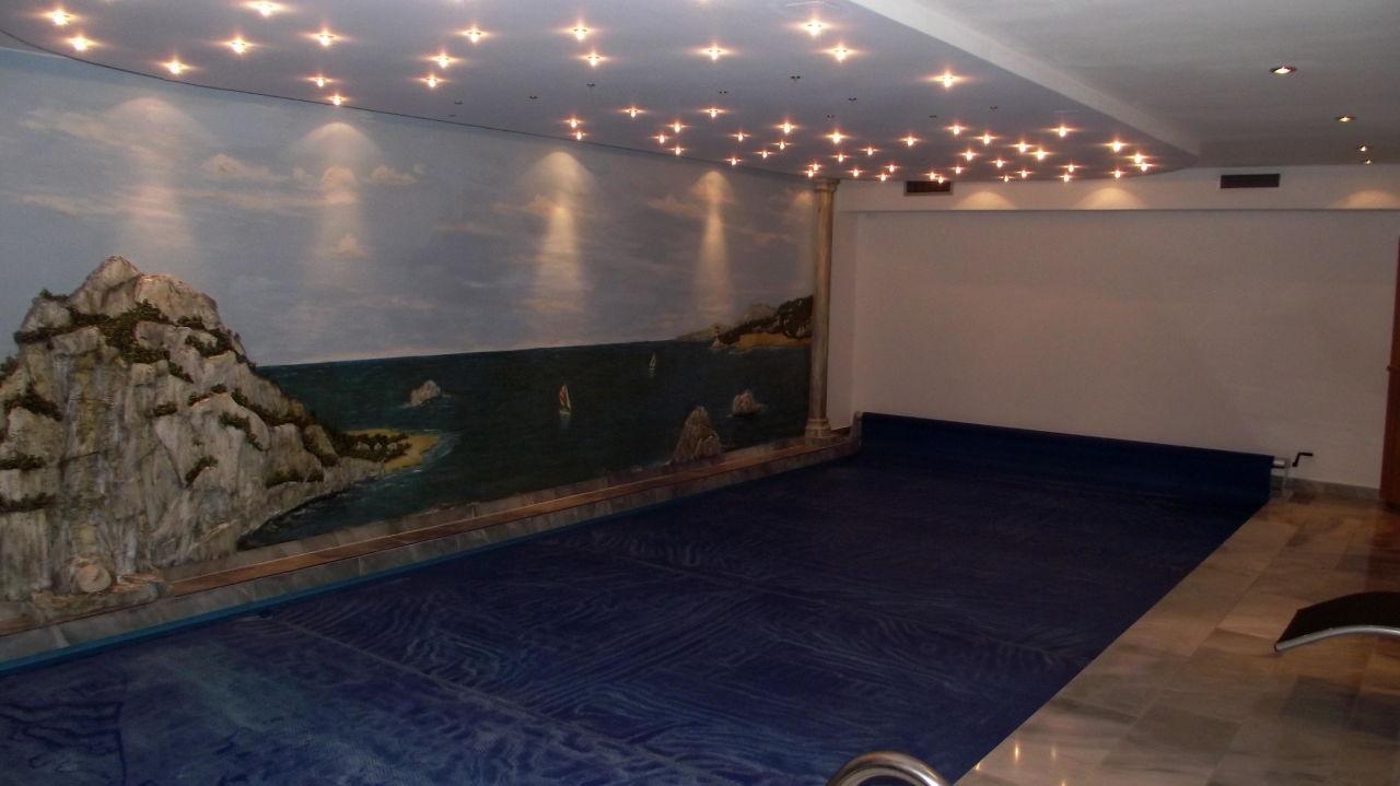 """Bild """"pool mit sehr schöner deckenbeleuchtung"""" zu gästevilla ..."""