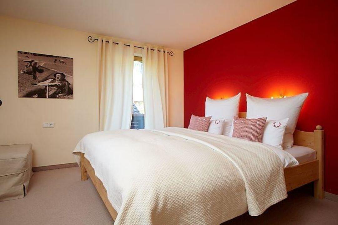 Schlafzimmer KAMINROT Ferienwohnungen Schittlerhaus