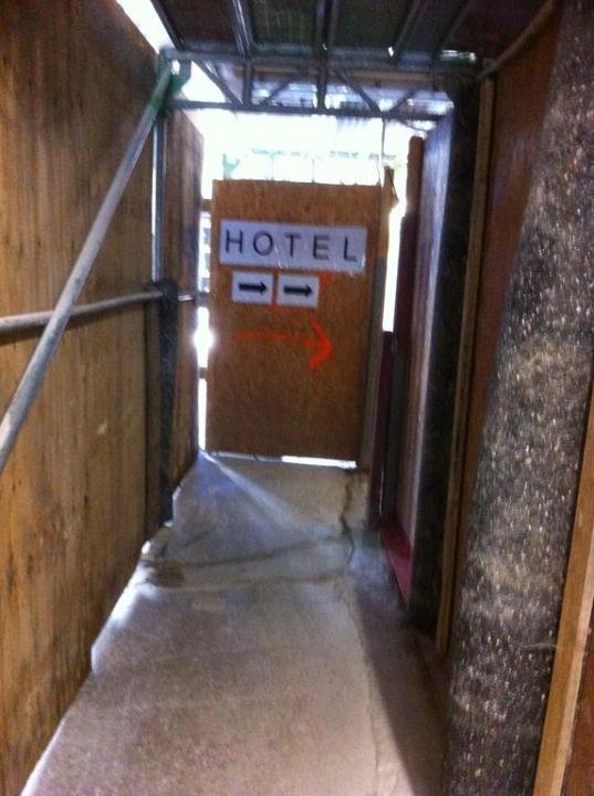 Sehr kleines Zimmer Hotel Deutsches Theater Stadtzentrum