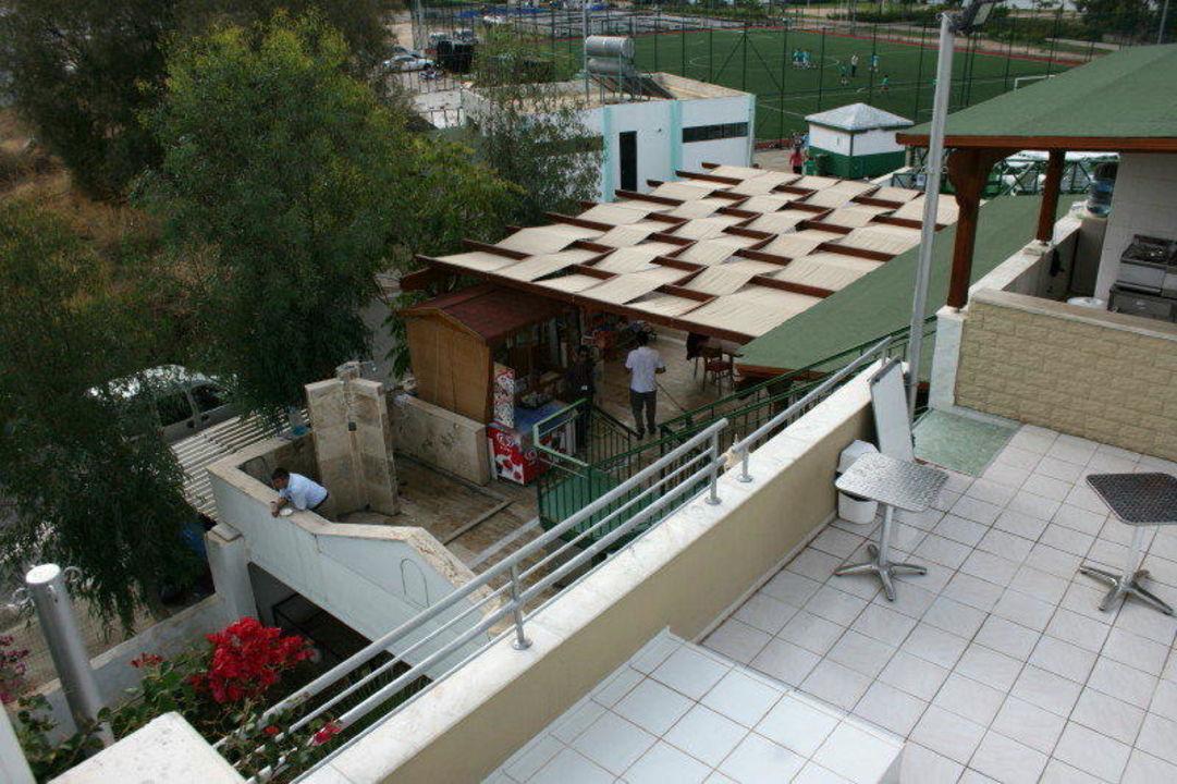Beide Bar's incl. Zugang morgens nach Regen Hotel Eken Resort