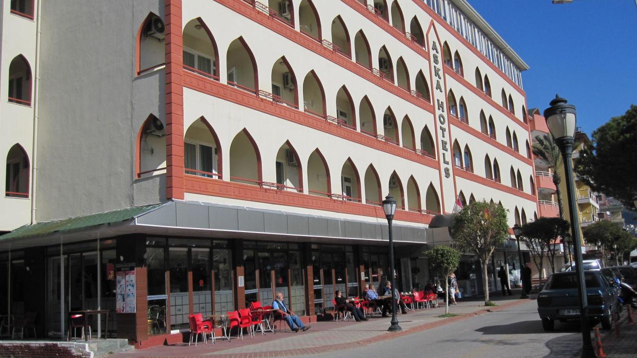 Die Gaste Geniessen Die Sonne Vorm Hotel Aslan City Hotel Alanya