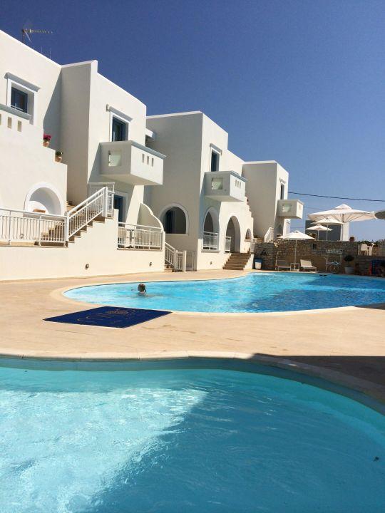 Pool der Nachbar! Anlage mit Kinderpool Hotel Lagos Mare