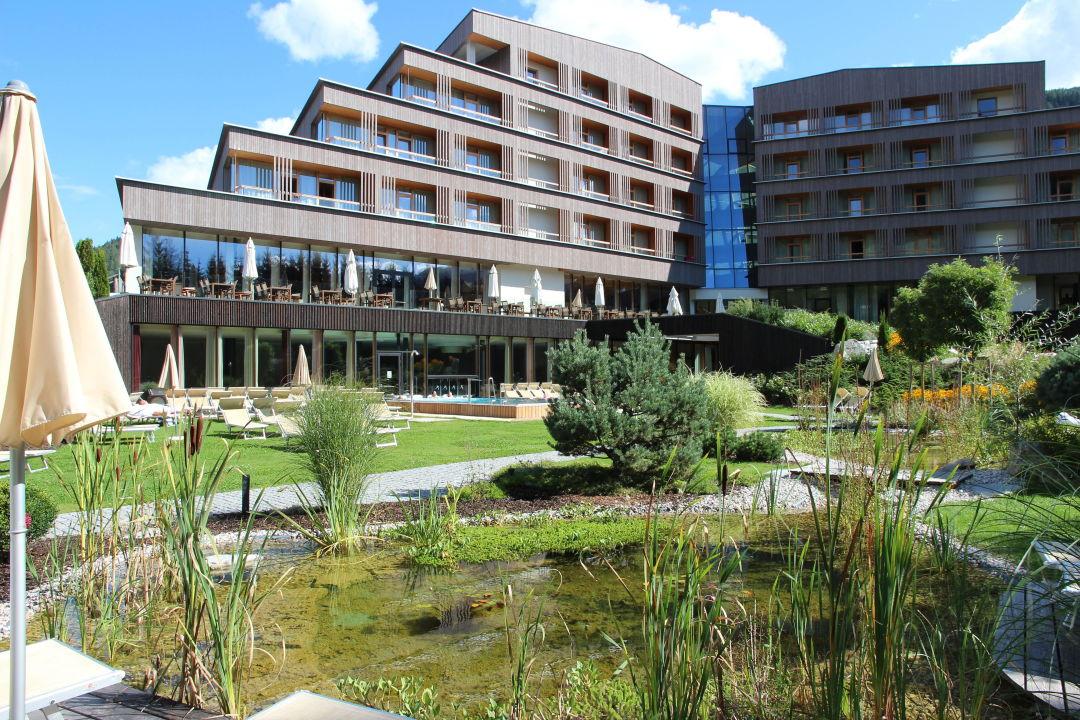 Hotel vom Garten aus\
