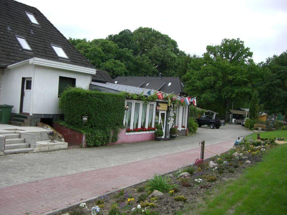 Blick von Einfahrt auf Gaststätte / Restaurant Hotel Wolterdinger Hof