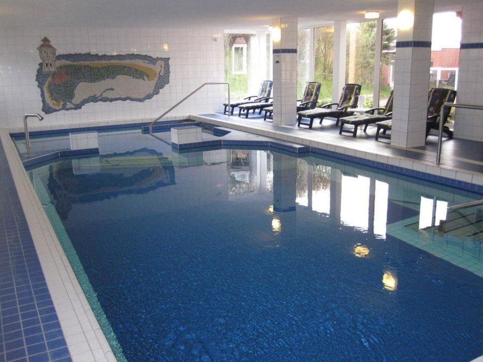 Schwimmbad mit gegenstromanlage wasserspielen for Schwimmbad gegenstromanlage